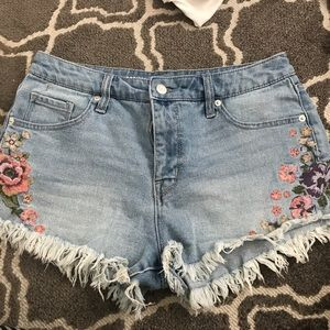 Floral Embroidered Shorts Size 30